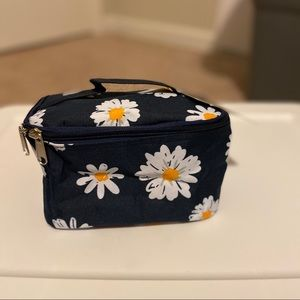 Daisy Case with Navy Background